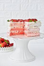 pavlova ombre torte mit erdbeeren
