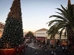 Los Angeles Outlet Mall Defeats Sparks Nugget Casinos Tallest Christmas Tree In America