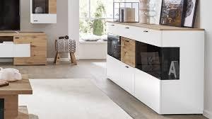 interliving wohnzimmer serie 2104 sideboard weiße lackoberflächen balkeneiche drei türen drei schubladen