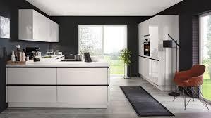 moderne l küche flash nobilia mit front in hochglanz seidengrau