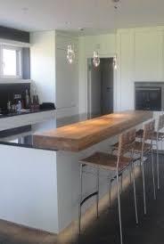 kochinsel mit theke aus massivholz küche tresen küche mit