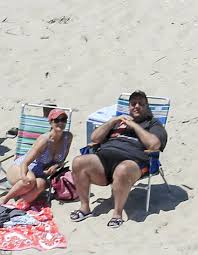 Chris Christie sand sculpture appears on New Jersey beach