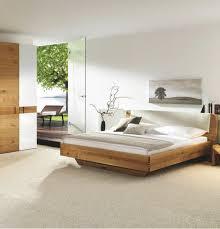 schlafzimmer in zirbelkieferfarben birkefarben