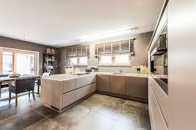 wohnideen offene küche und esszimmer in erdtönen