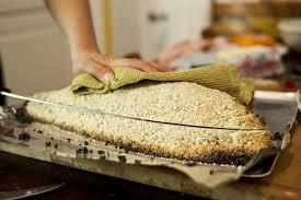 cuisiner le bar de ligne recette le bar en croûte de sel inratable de nono