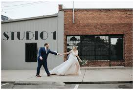 100 Wedding Food Trucks This Ethereal And Modern Wedding Included A Doughnut Wall And Food