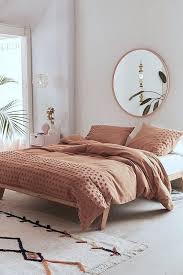 minimal schlafzimmer modern gemütlich spiegel rund und