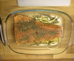 cuisiner filet de saumon saumon au four à la méditerranéenne recette de saumon au four à la