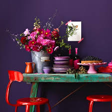 lila violett wandfarbe möbel wohnaccessoires und