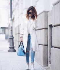 Wearing White Converse With A Matching Coat Can Create Gorgeous Winter Look Nicoletta