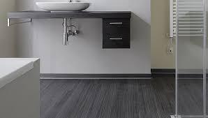 designboden belag im badezimmer holz stein keramik