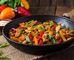 cuisiner les poivrons wok de poulet poivron à l asiatique recette de wok de poulet
