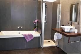 badsanierung mit großflächigem panel system
