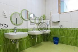 fototapete badezimmer mit spiegel als raupe im kindergarten angeordnet