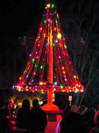 Flagpole Christmas Tree by Los Olivos Olde Fashioned Christmas Dec 1 2018