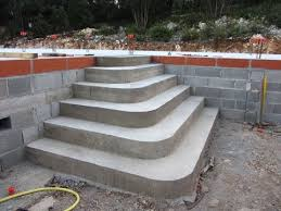 construire un escalier en béton de type pyramidal