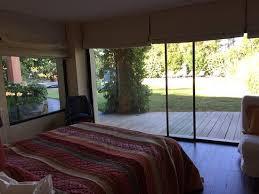 chambre detente vue de la chambre cigale et du coin petit déjeuner et détente