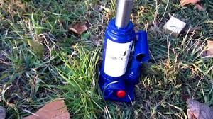 Duralast Floor Jack Handle by How To Lift A Car With A Hydraulic Jack Youtube