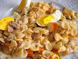 salade de pâtes au thon et macédoine et melon tous a table