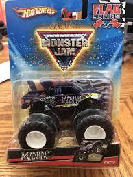100 Monster Truck Maniac 2009 Hot Wheels Jam 6875 MANIAC Flag Series 164