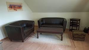 wohnzimmer möblierung im kolonialstil echtleder neuwertig