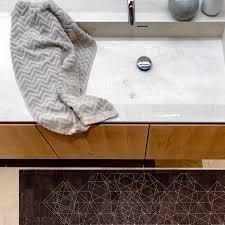 mit dem richtigen teppich machst du dein badezimmer zur