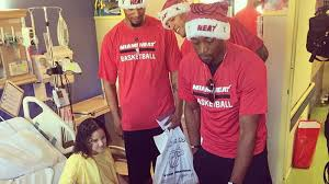 Publix Christmas Trees Miami by Miami Heat Players Help Spread Holiday Cheer In South Florida