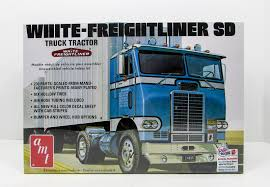 AMT 1004 White Freightliner SD Tractor 1/25 New Truck Model Kit ... 1973 Oregon Jaycees White Freightliner Show Truck Timber Industry Grills Volvo Kenworth Kw Peterbilt Innovate Daimler Vocational Trucks Amt 1004 Sd Tractor 125 New Truck Model Kit The Cascadia Specifications Endless Cabovers Unveils New Cabover Photo Collection That Will Knock Your Socks Off 1970 Coe 2015 Used Ca125slp 60xt At Great Lakes Western Star Antique
