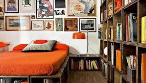 modernes schlafzimmer mit diy bett aus europaletten und diy