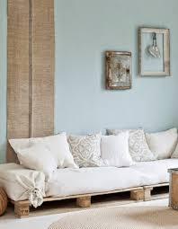 palette canapé canape interieur en palette avec la palette en bois dans tous ses