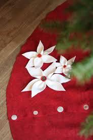 72 Inch Gold Christmas Tree Skirt by Best 25 Poinsettia Tree Ideas On Pinterest Christmas Tree