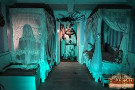 Halloween Haunt Worlds Of Fun Jobs by Hellsgate Haunted House