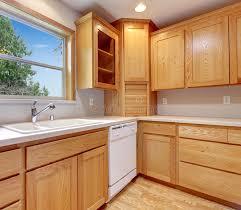 cuisine en dur intérieur de cuisine avec les coffrets le plancher en bois dur et