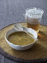 recettes de cuisine avec le vert du poireau recette soupe détox au poireau et chou vert cuisine madame figaro