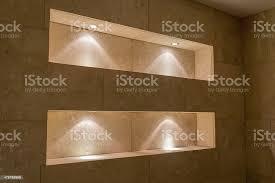 beleuchtete nischen badezimmer stockfoto und mehr bilder badezimmer
