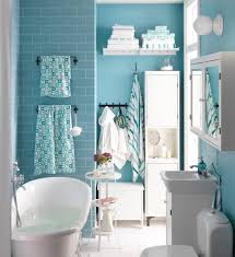 kleines badezimmer gestalten beistelltisch wandfar