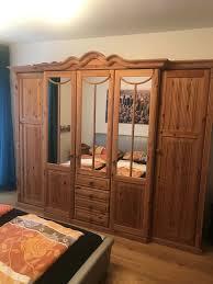 sehr schöner schlafzimmer schrank massiv holz spiegel