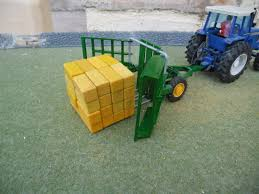 Britains Farm SPECIAL Bale Transporter (1/32nd Scale) For 32 Bales ...