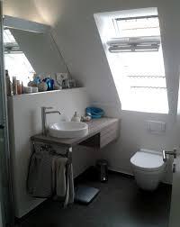 weißes badezimmer im dachgeschoss sanierung schmidt