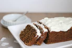 saftiger karotten nuss kuchen mit süßem frischkäsefrosting