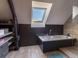 la salle de bains moderne aux tons fonces de cecile a veretz jpg p hi w461