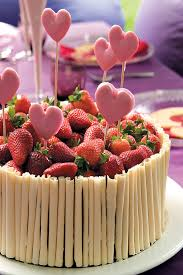 Chocolate cake with shortbread lipops and fresh strawberries