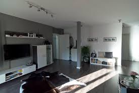wandgestaltung wohnzimmer anthrazit caseconrad
