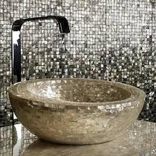 schicke badezimmer fliesen glänzende mosaik mit edlem look