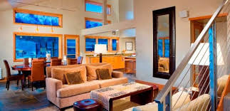 Mammoth vacation lodging with amenities