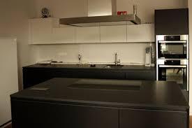 dunkle design küche mit black granit marquardt küchen