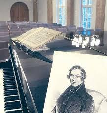 Erinnerung An Den Sohn Der Stadt Ein Bild Des Komponisten Auf Einem Konzertflugel Im Restaurierten