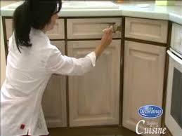 comment repeindre une cuisine en bois peinture tendance cuisine les décoratives sur loisircreatif