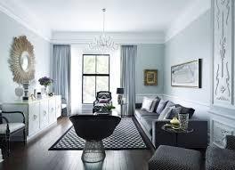 wohnzimmer neoklassisch grau weiß hellblau dekorative