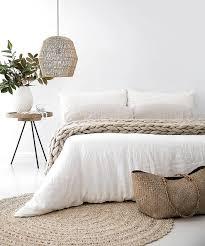 schlafzimmer einrichten dekorieren naturtöne und weiß